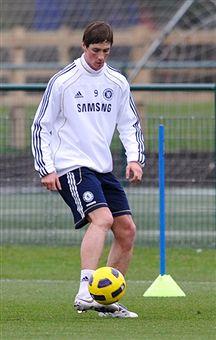 Fernando_Torres_at_Chelsea_training_February_1_2011
