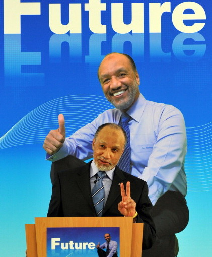 Mohamed_Bin_Hammam_giving_victory_sign