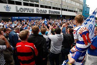 QPR_fans_celebrate_winning_Championship_May_7_2011