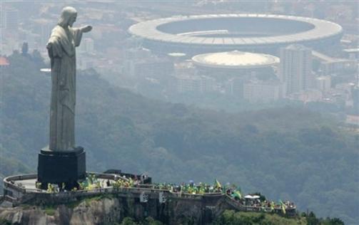 Maracana Stadium_with_Christ_statue_looking_down