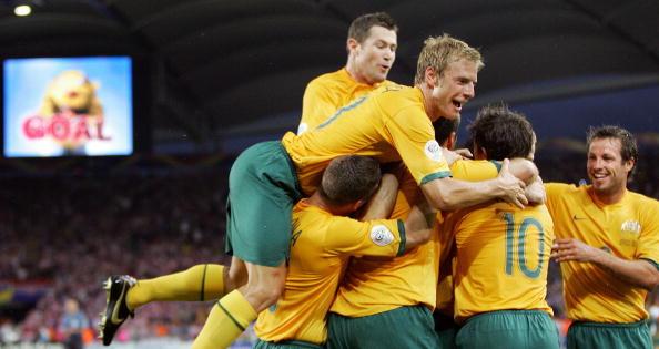 Australia footballers_celebrate