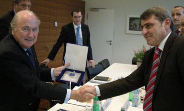 Fadil Vokrri_and_Sepp_Blatter_22_May