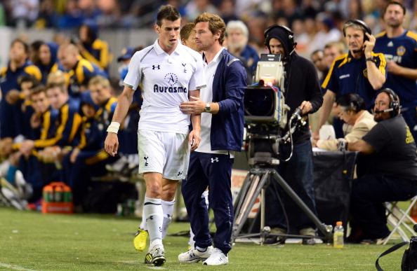 Gareth Bale_L_of_Tottenham_Hotspur_walks_past_head_coach_Andre_Villas-Boas_25-07-12